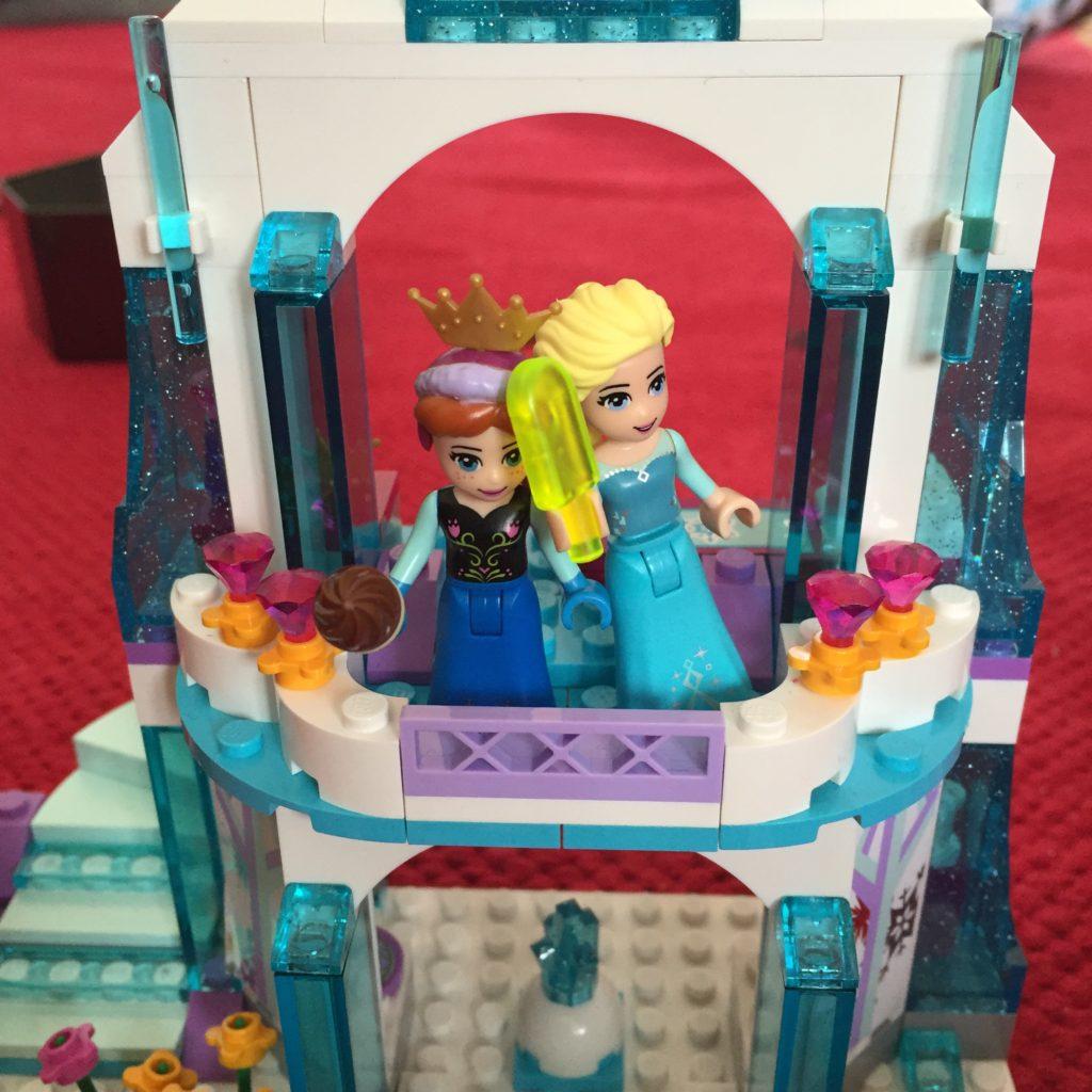 Die Frozen Schwestern Anna und Elsa in der Legoversion