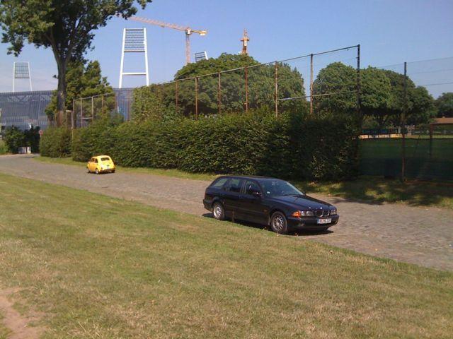 gelber vintage fiat 500 weserstadion
